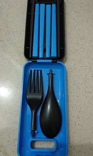 A box of cutlery