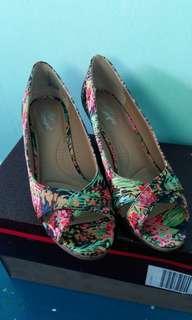 Peep toe floral