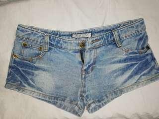 Maong shorts for women