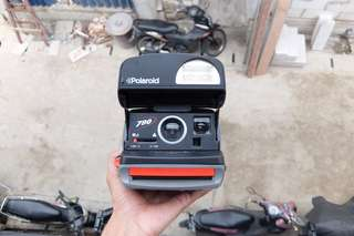 Kamera polaroid 790