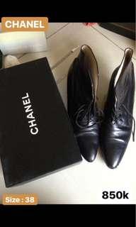 Sepatu channel