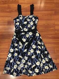 "Dorothy Perkins dress size US 6 (waist 36"" length 39"")"
