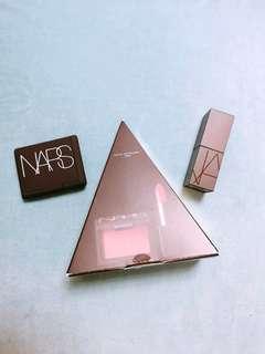 超平 全新 NARS Love Triangle 唇頰彩妝組合 (迷你唇膏 - AUDREY + 迷你胭脂 - Dolce Vita)