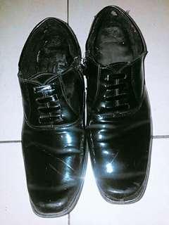 Sepatu size 43