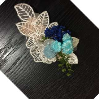 handmade corsages with preserved flowers and magnet.