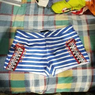 低腰繡花短褲