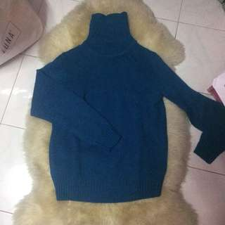 Uniqlo blue turtleneck knitted sweater