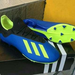 Sepatu bola Adidas football series x18