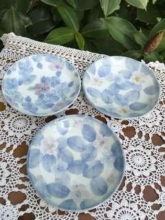 Vintage round plates flower 💐 set of 3pcs. (size: 12cm)