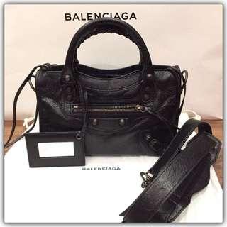 Balenciaga Mini City Edge Black Size 24x15x6cm comes with Db,strap,booklet,tag,mirror #balenciagabag#balenciagabagmini#authentic💯#secondbranded#prelovedbagbranded#instalike#instagood