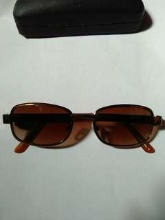Kacamata Louis Vuitton Made in Italy kondisi like new/98% sangat mulus seperti baru full tag logo brand Frame dan lensa sangat mulus gress no minus/no lecet sedikitpun Sangat nyaman dipakai Warna lensa coklat
