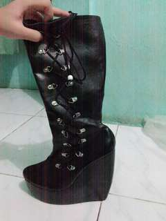 boots masih baru belum pernah dipakai