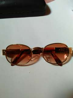 Vintage Classic sunglasses(John Lennon/liam gallagher) Classic style Vintage,  New old stock/Kondisi baru hanya stock lama,sangat nyaman dipakai