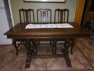 Stunning Jacobean Antique Oak Dinning Room Set.