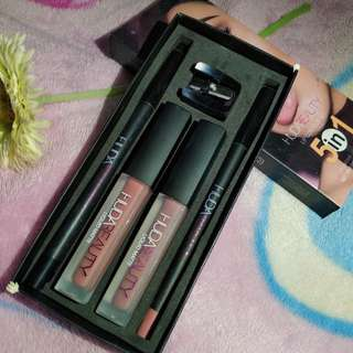 Huda Beauty 5iN1 Lip Countour set