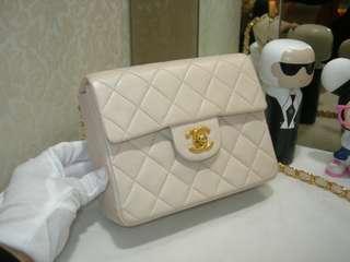 Vintage Chanel米白色羊皮金扣方胖子 17x13x7cm