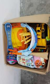 1 balikbayan box full of used toys for Php5,000