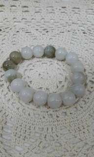 Gelang dari batu alam asli warna Putih Susu