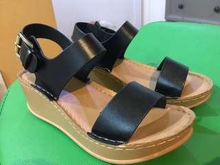 Black / Beige Platform Sandals