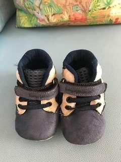Sepatu bayi laki-laki keren murah