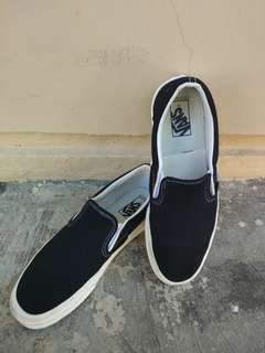DIJUAL VANS SLIP ON OG BLACK WHITE SIZE 41 ( 8.5 )