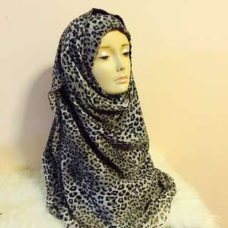 Instant tudung/shawl with matching inner