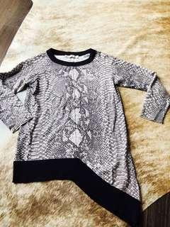 Karen Millen snake print uneven bottom knit top size 1
