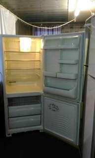 Westinghouse frost-free fridge freezer 424 litres