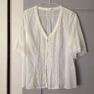 🚚 KLEIN PLUS 蕾絲上衣,38號,棉100%,略寬m~L。近新很白