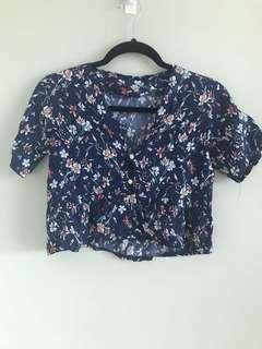 Floral navy blue crop top w sleeves