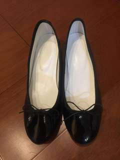 🚚 全新黑色亮皮粗低跟鞋