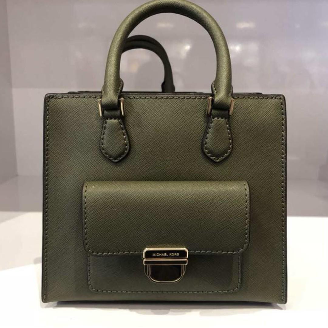 edfe4d9605f5 100% Authentic Michael Kors Bridgette Bag, Women's Fashion, Bags ...