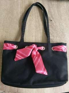 Shoulder bag with pink stripe ribbon