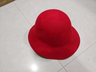 🚚 紅色圓帽