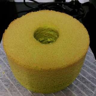 7寸斑蘭雪芳蛋糕 新鮮斑蘭葉製造 7 inch pandan chiffon cake made with fresh pandan leaves SUPER SOFT MOIST & AROMATIC 隔著紙盒都能聞得到的斑蘭味