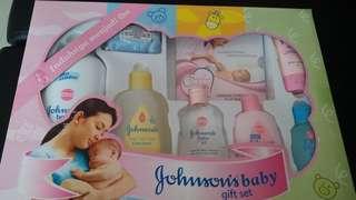 Johnson baby gift set girl