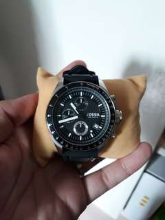 Pre loved fossil watch with box