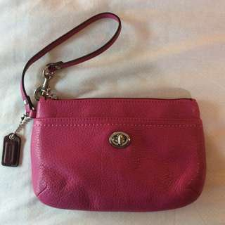 Like New Coach Park Medium Pebbled Leather Wristlet Clutch Purse