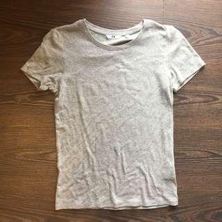 🚚 Uniqlo 灰色短袖上衣 M