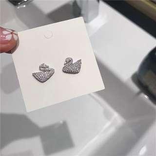 🚚 《早衣服》6月心品🚣🏻♀️我的小天鵝日常款鑲鑽925耳環耳針(預)
