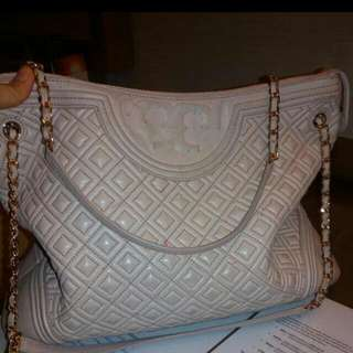 Preowned Authentic Tory bunch sling bag.  Bought at 1k