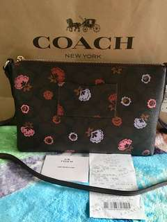 COACH pop-up sling bag. 💯Original fr 🇺🇸outlet. Complete inclusion: gift receipt fr outlet tag price paperbag. Free shipping