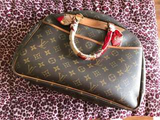 LV Deauville classic monogram pre-loved Authentic ❗️ hardly used no tag no lock no dust bag NEGOTIABLE ‼️ REPRICED❗️