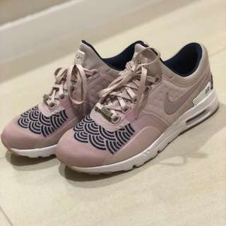 NIKE Limited Edition Sneaker