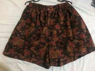 Plus size floral shorts (Fits size 30-34 stretchable)