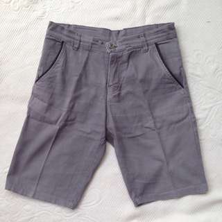 celana pendek abu2