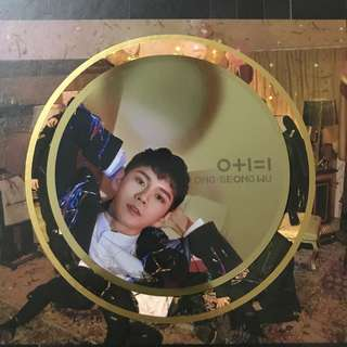 WANNA ONE Ong Mirror Card