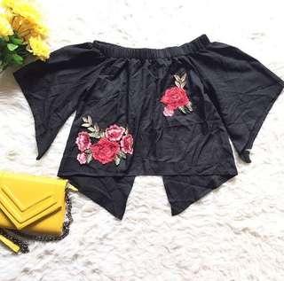 Premium black flora embroidery top, aslinya cakep banget ya say, kerumpuk baju jadi kisut