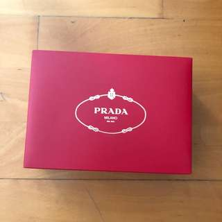 Prade makeup bag 100% real and new (box included) $150