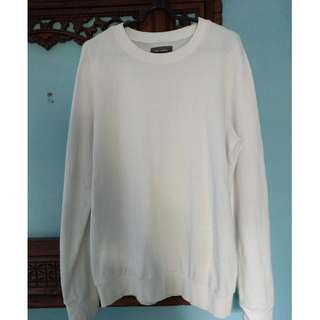 Sweater putih polos